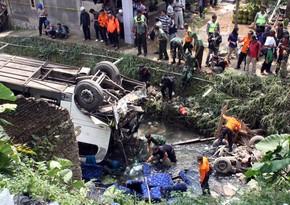 İndoneziyada sərnişin avtobusu uçuruma yuvarlanıb, azı 26 nəfər həlak olub