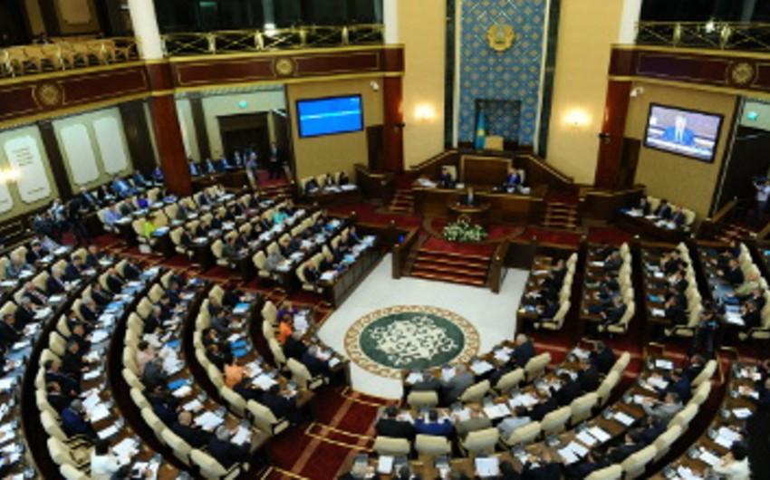 Qazaxıstan parlamenti növbədənkənar prezident seçkisinin keçirilməsini dəstəkləyib