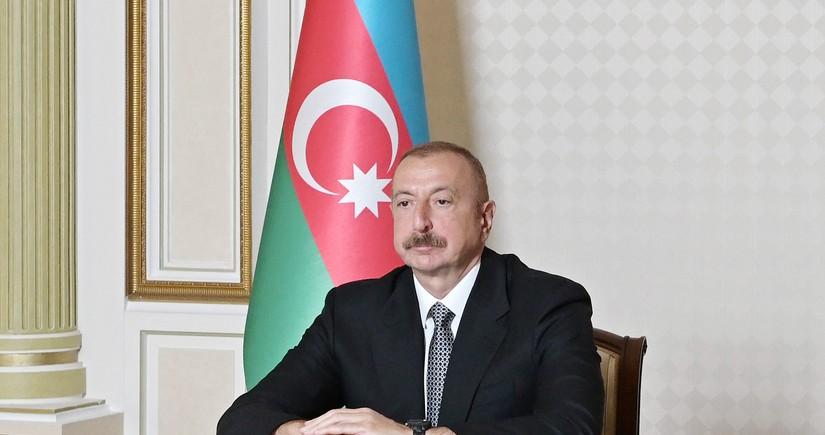 Президент Азербайджана поздравил командиров воинских объединений
