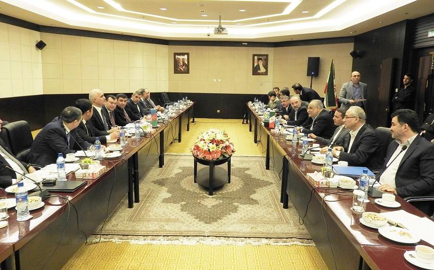 Azərbaycan-İran əlaqələrinin genişləndirilməsi müzakirə edilib