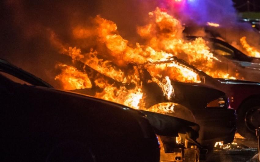 Yeni il gecəsi Fransada 940 avtomobil yandırılıb