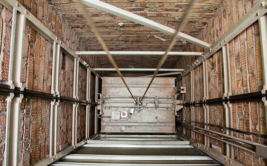 В Баку в результате несчастного случая погиб сотрудник компании, занимающейся техническим обслуживанием лифтов