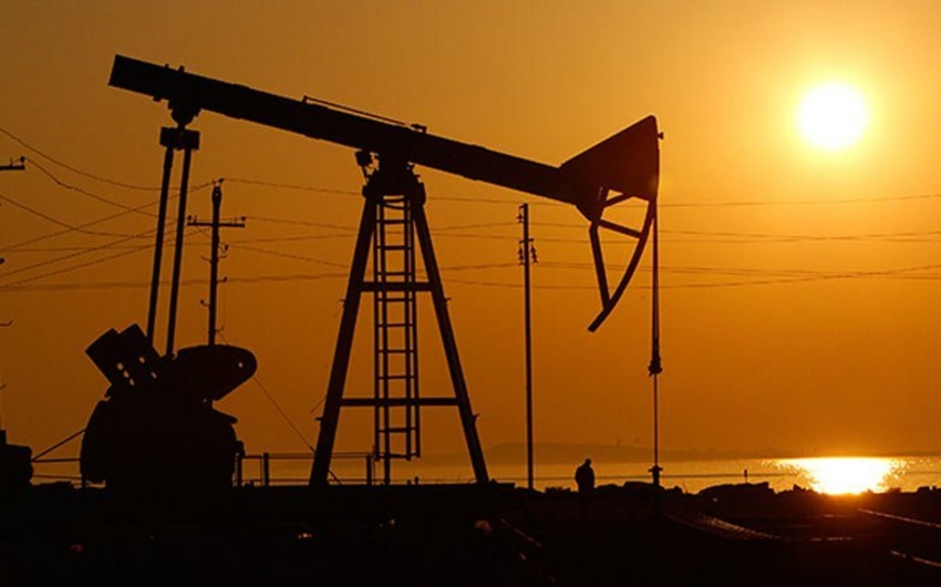 Azerbaijani oil price drops on markets