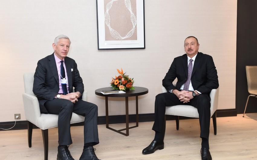 Prezident İlham Əliyevin Davosda McKinsey şirkətinin qlobal idarəedici tərəfdaşı ilə görüşü olub