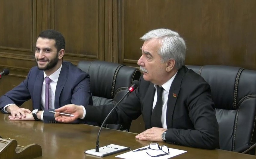 Андраник Кочарян: Армянской армии практически нет, это просто вооруженные люди