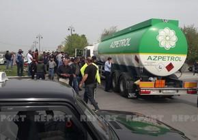 Azpetrolun yanacaq daşıyan maşını 85 yaşlı kişini vuraraq öldürüb - VİDEO - YENİLƏNİB