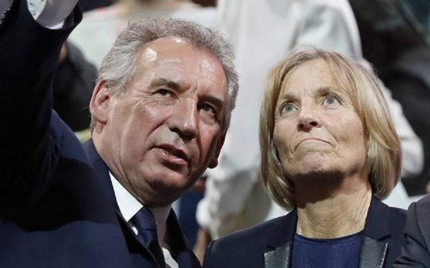 Еще два французских министра ушли в отставку