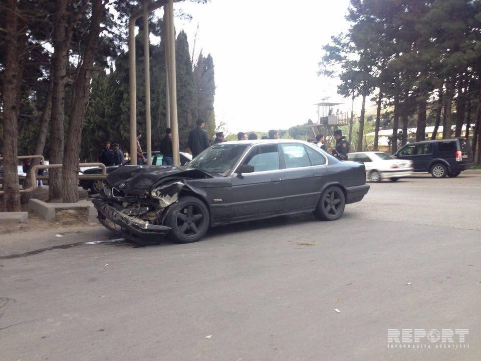 В Баку нарушивший ПДД водитель совершил аварию