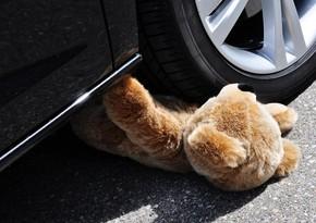 В Баку 7-летняя девочка попала под машину
