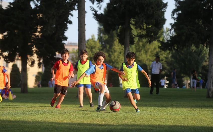 Heydər Əliyev Mərkəzinin parkında uşaqlar arasında futbol turniri olub