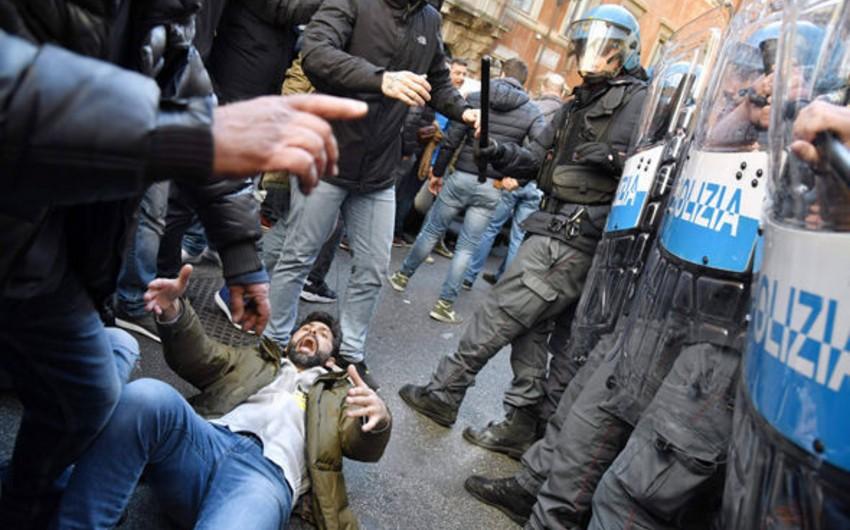 Romada etirazçılarla polis arasında toqquşma baş verib