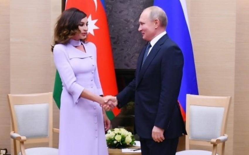Путин поблагодарил руководство Азербайджана за развитие русского языка в стране