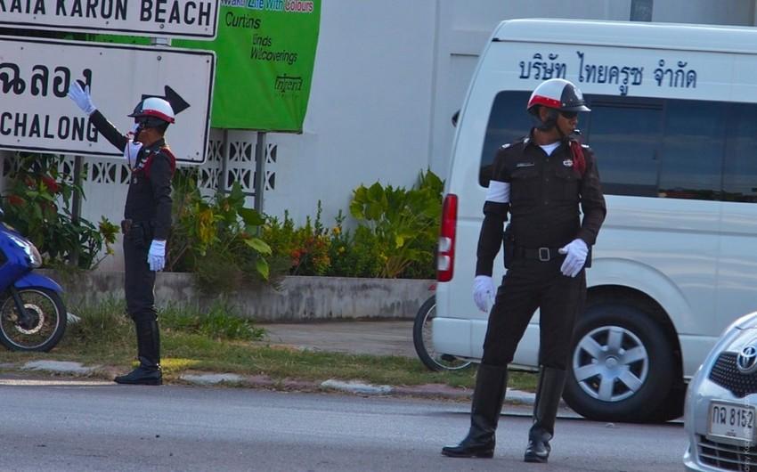 Taylandda silsilə partlayışlar törədən iki yaraqlı əldəqayırma bombanın partlaması nəticəsində ölüb