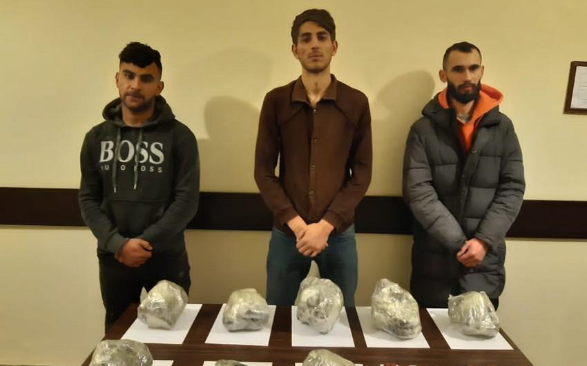 Silahların və 30 kq narkotik vasitənin Azərbaycana keçirilməsinin qarşısı alınıb