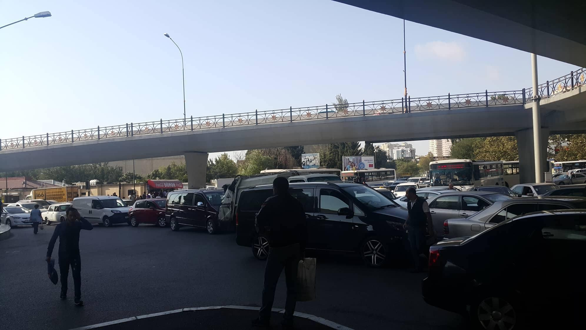 На большинстве дорог Баку наблюдаются пробки