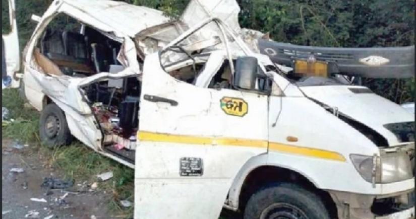 Восемь футболистов погибли после падения автобуса в реку в Гане
