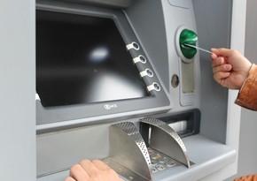В Баку подросток снял с украденной карты крупную сумму