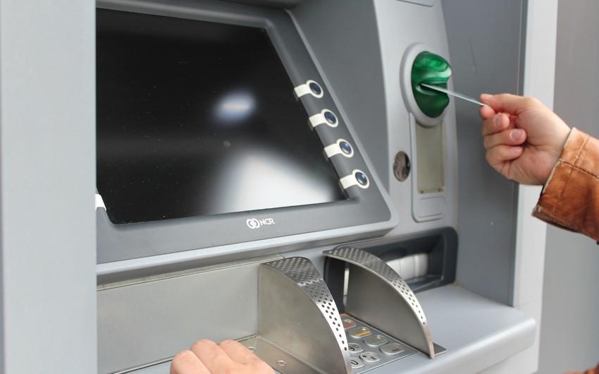 Bakıda yeniyetmə bankomatdan 5 547 manat pul çıxardaraq oğurladı