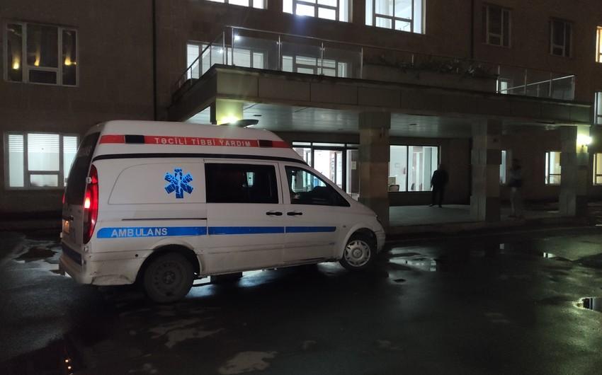 Xətai rayonunda avtomobil 21 yaşlı gənci vuraraq xəsarət yetirdi