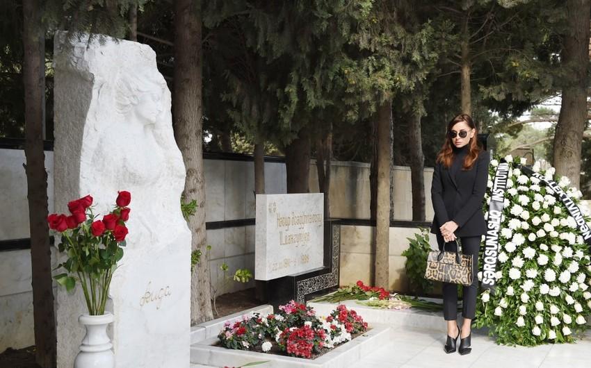 Birinci vitse-prezident görkəmli şərqşünas alim Aida İmanquliyevanın məzarını ziyarət edib