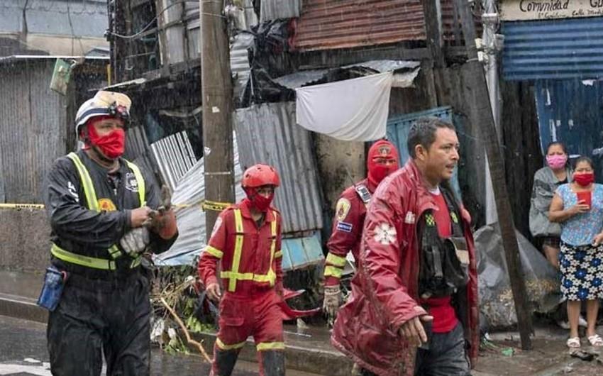 Девять человек стали жертвами урагана в Сальвадоре