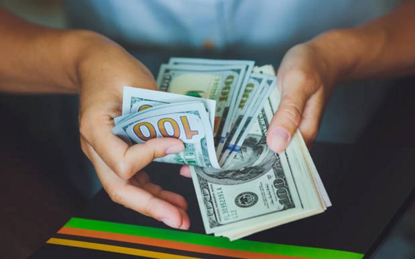 Azərbaycanda keçirilən valyuta hərracında dolların qiyməti 1,6 manatdan aşağı düşüb