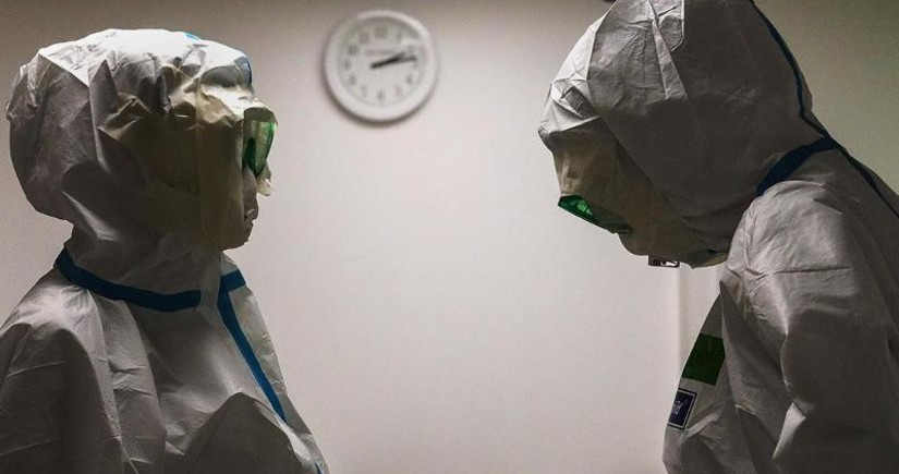 ВОЗ: От коронавируса в мире умерли не менее 80 тыс. медработников