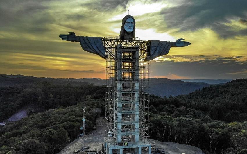 Braziliyada İsa peyğəmbərin indikindən 5 metr hündür heykəli tikilir