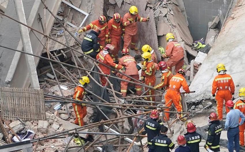Şanxayda fabrikin divarı uçub, 10 nəfər ölüb