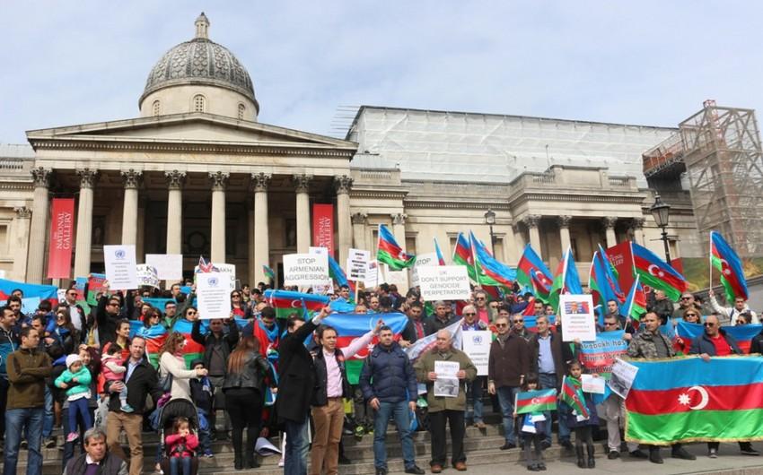 Britaniyadakı Azərbaycan diaspor təşkilatları Ermənistanın təxribatlarına qarşı etiraz aksiyası keçirib