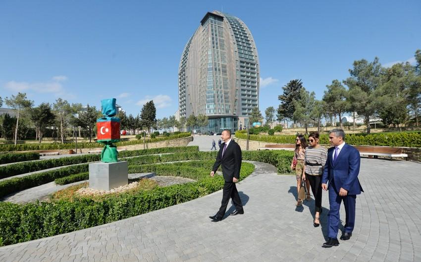 Президент Ильхам Алиев принял участие в открытии нового паркового комплекса, созданного в Хатаинском районе