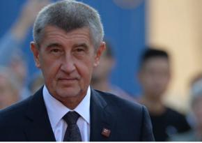 Чешский премьер первым в стране привился от коронавируса