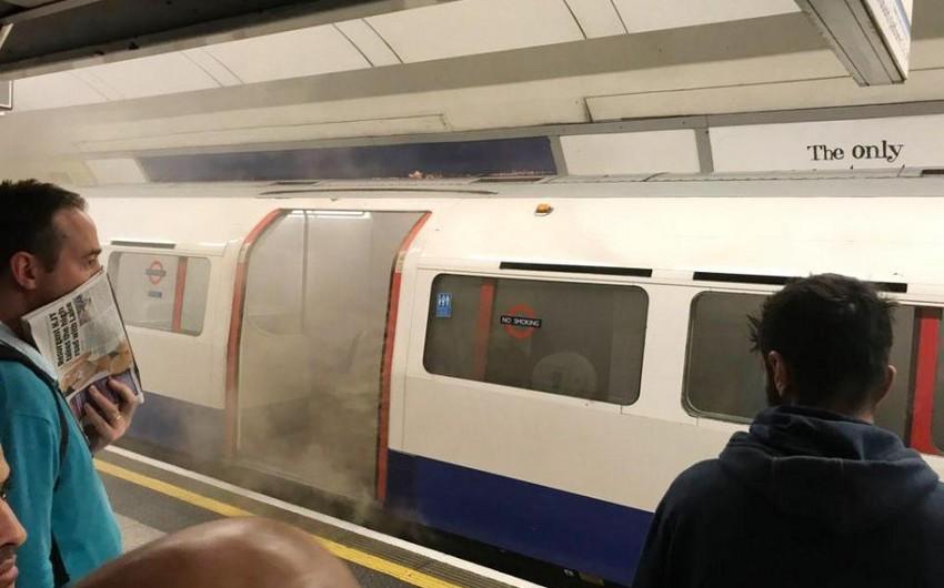 London metrosunda qatarın tüstüləməsi nəticəsində dörd nəfər zəhərlənib - FOTO - YENİLƏNİB