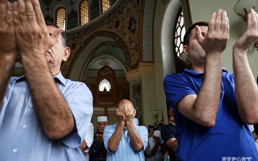 Dini ritual xidmətlər də qadağan edildi