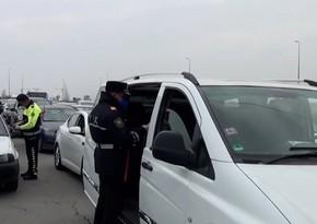 Bakı qeydiyyatında olmayan sərnişinləri bölgələrdən daşıyanlar saxlanıldı