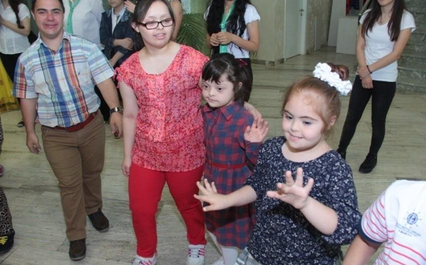 Daun Sindromlu Şəxslərin Reabilitasiya Mərkəzində uşaqlar üçün konsert keçirilib