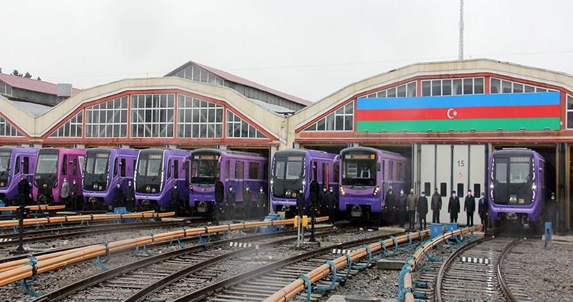 Bakı metrosunda qatarlar 20 Yanvar şəhidlərinin xatirəsinə matəm fiti verib