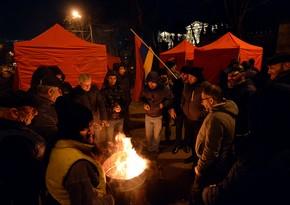 В палаточном лагере оппозиции в Ереване задержали вооруженного мужчину