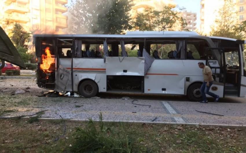 Türkiyədə polis xidməti avtomobilinə hücum olub, 12 nəfər yaralanıb