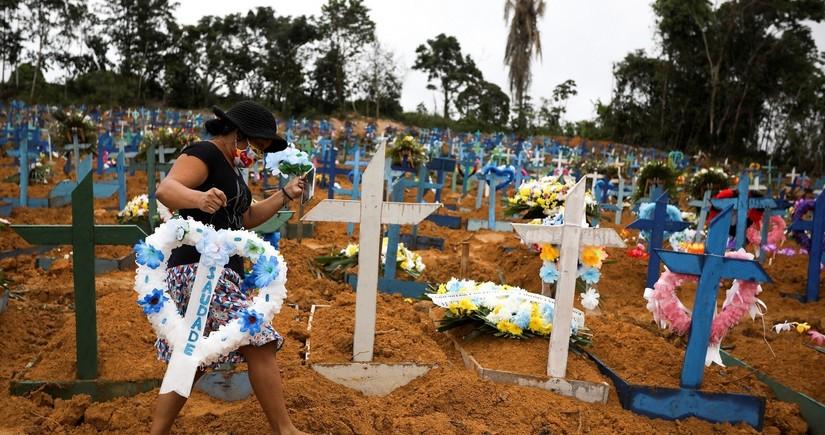 В Бразилии от COVID-19 умерли около 155 тыс. человек