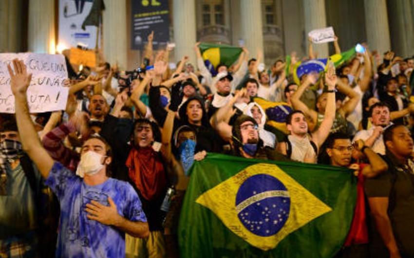 Braziliyada yüzminlərlə insan korrupsiya əleyhinə mitinqlərə qoşulub