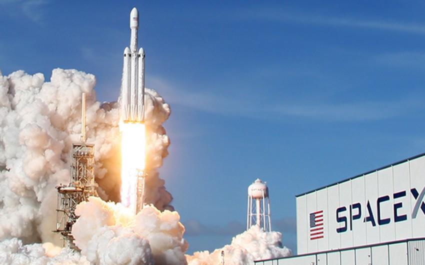 SpaceX запустила ракету с четырьмя космическими туристами