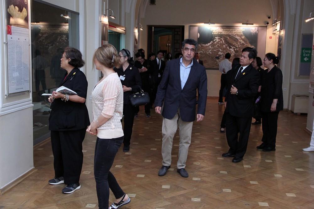 Thailand princess presents book to Azerbaijan's National History Museum