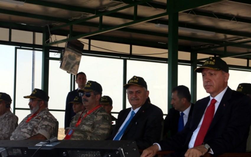 Azərbaycan müdafiə naziri Efes-2016 beynəlxalq təlimlərini müşahidə edib