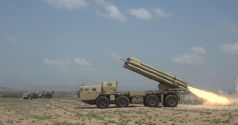 Raket-artilleriya batareyalarının döyüş atışlı taktiki təlimləri başlayıb