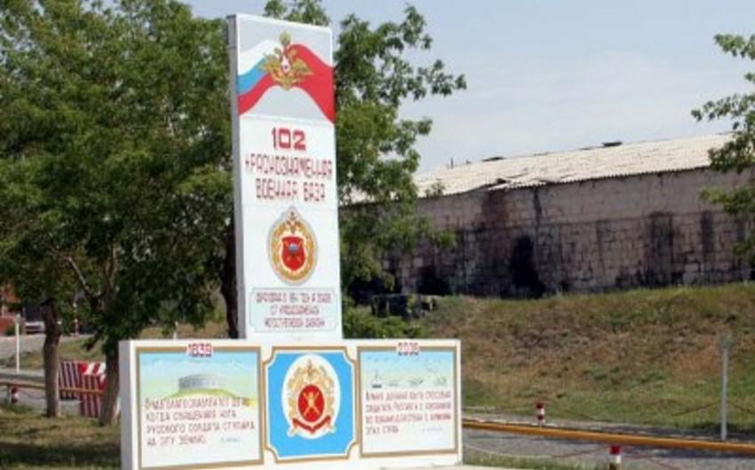 Rusiya Ermənistandakı bazasında kadr siyasətini dəyişdirir