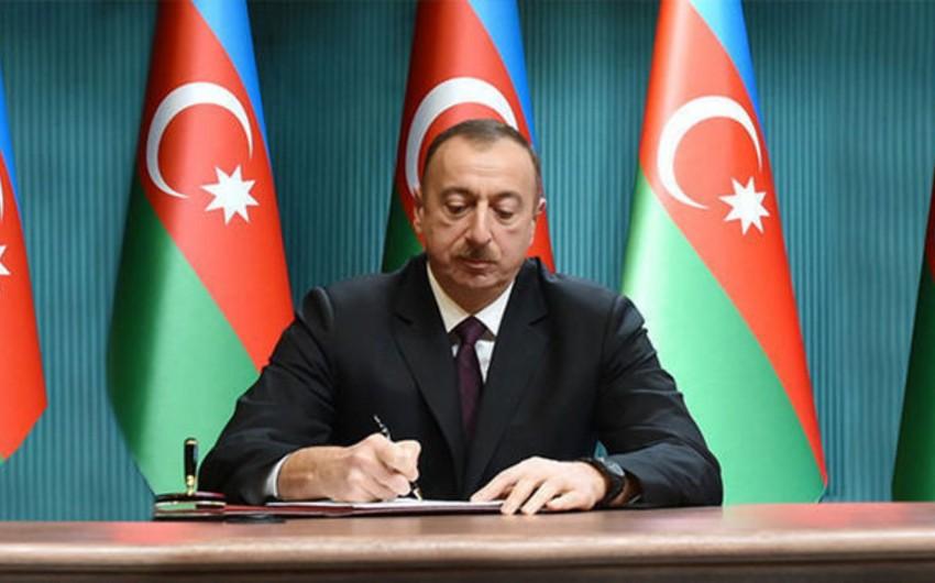 Azərbaycan Prezidenti bir qrup incəsənət xadimini mükafatlandırıb - SİYAHI