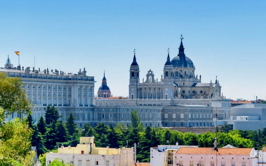 Spain to reopen doors to tourists