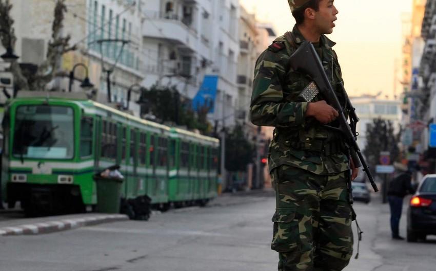 Tunisdə ordu nümayişçiləri dağıtmaq üçün silahdan istifadə edib