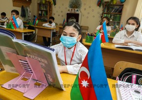 Ученики сидят в масках, соблюдается дистанция - ФОТОРЕПОРТАЖ
